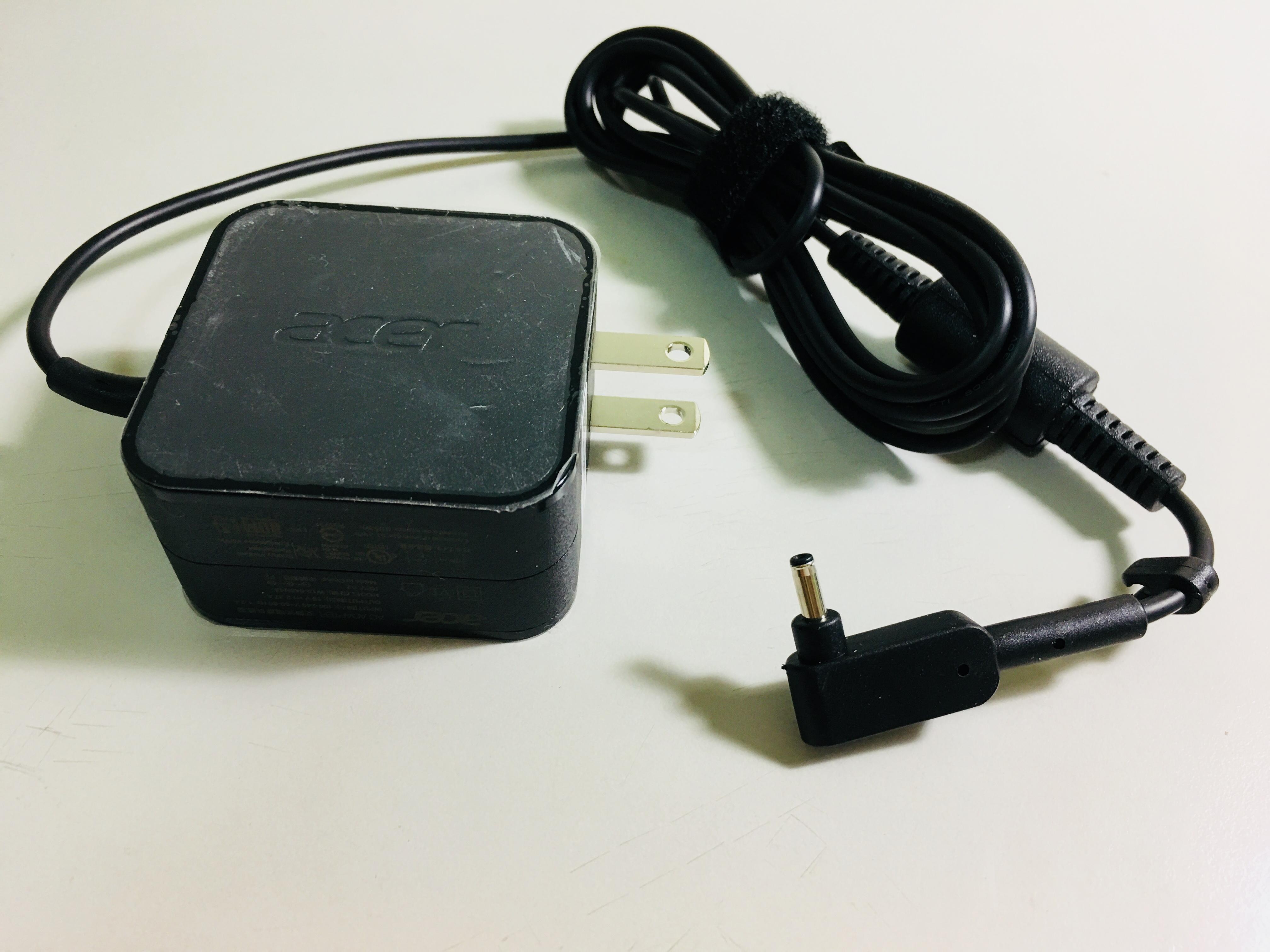 電源變壓器 體驗上電源線與筆電機體連接部分不是很牢固