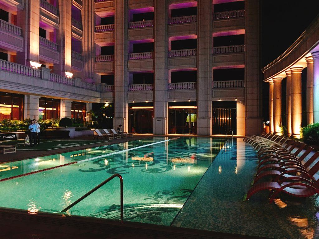 飯店游泳池一隅