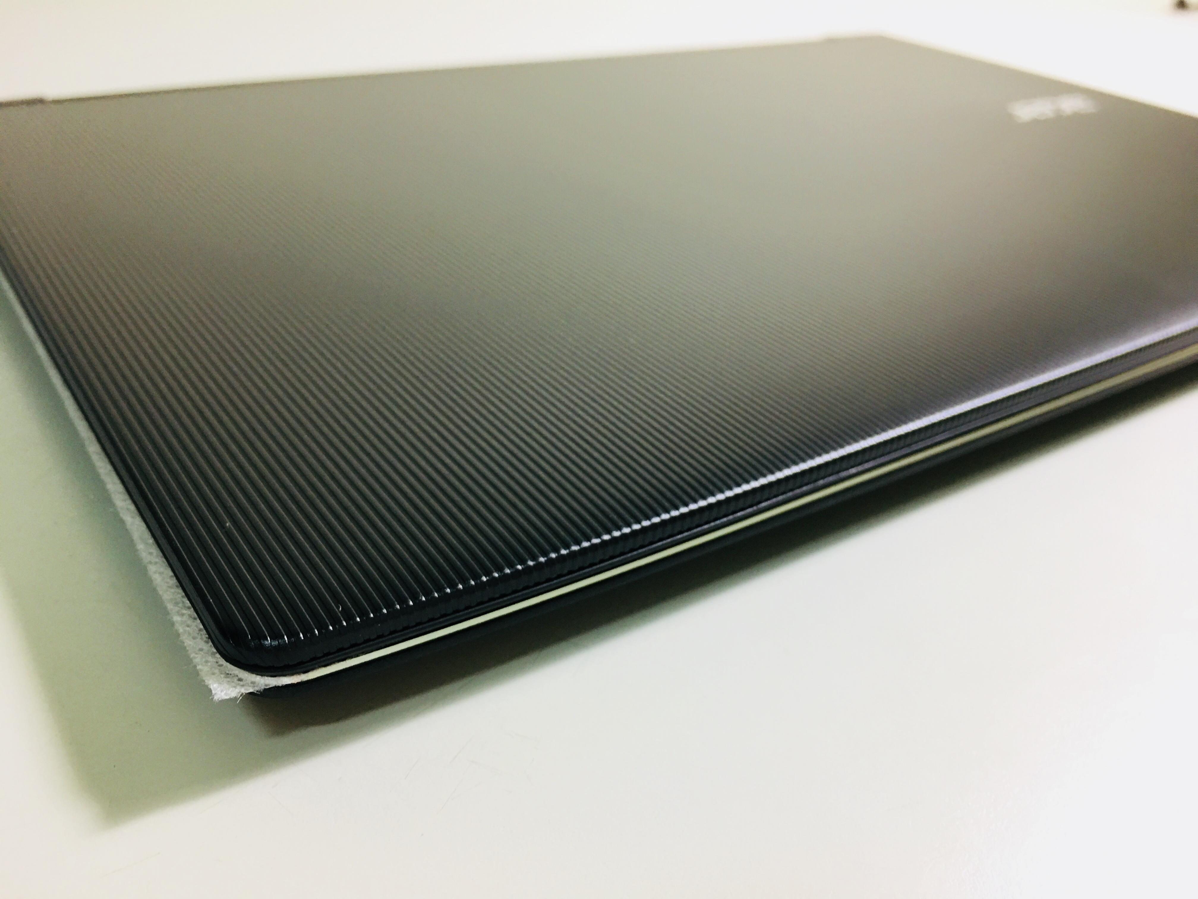 螢幕背板經過特殊設計,較不易沾黏指紋