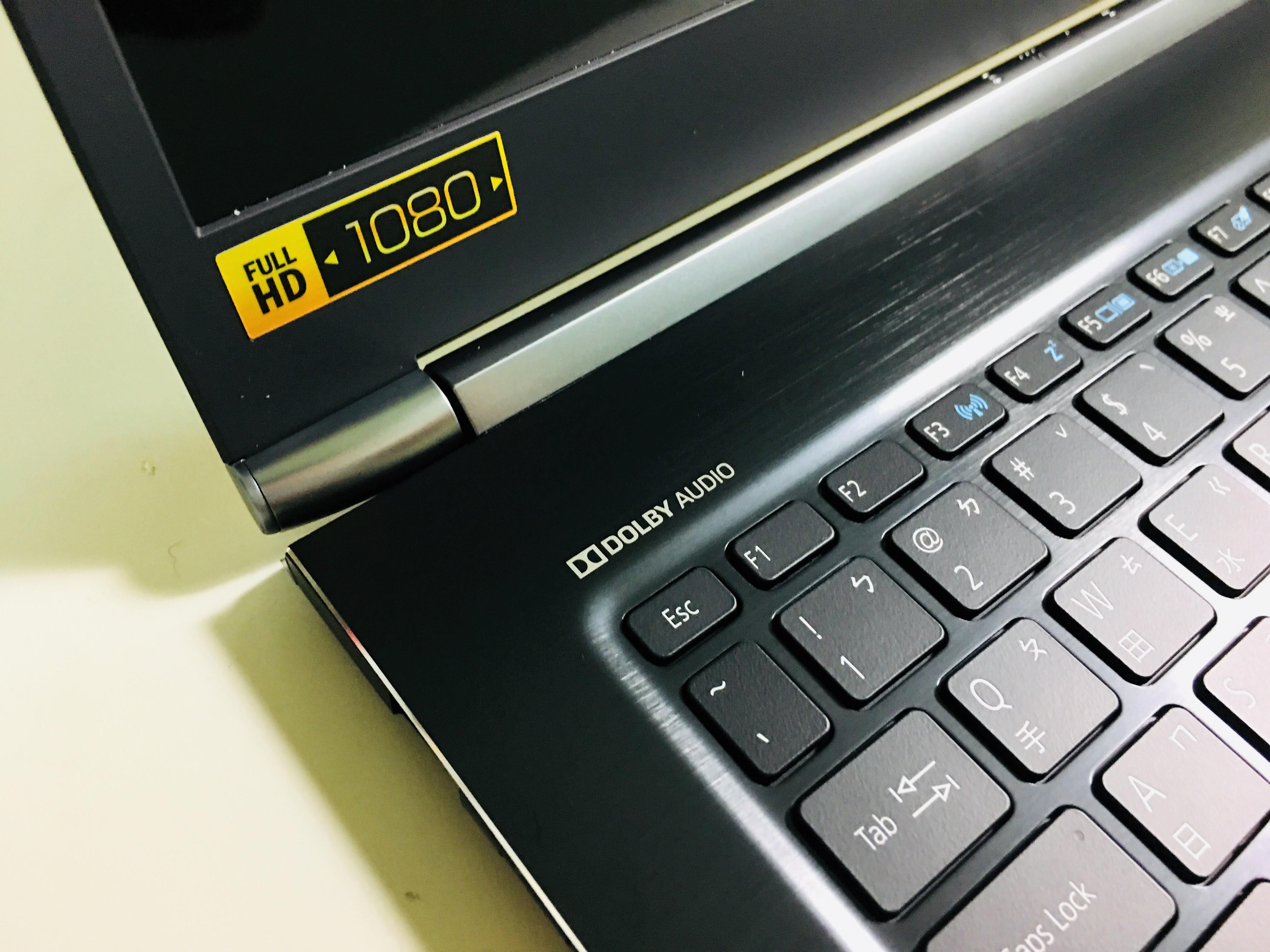 1080P FHD的解析度,清晰、明亮的畫質 DOLBY AUDIO杜比音效技術,提供豐富、清晰的聲音效果