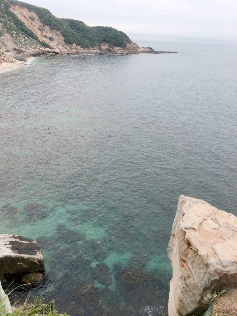 清澈的海水近在眼前,因為鮮少人為破壞,因而保有天然的美感